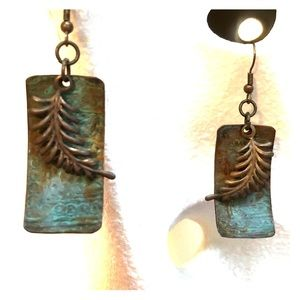 Vintage 80s burnished Fern drop earrings!